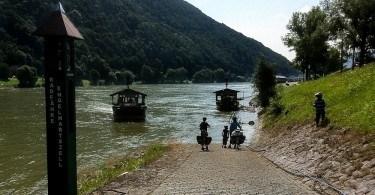 Rhine ferry Engelhartszell