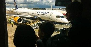 Kids and airplane Icelandair