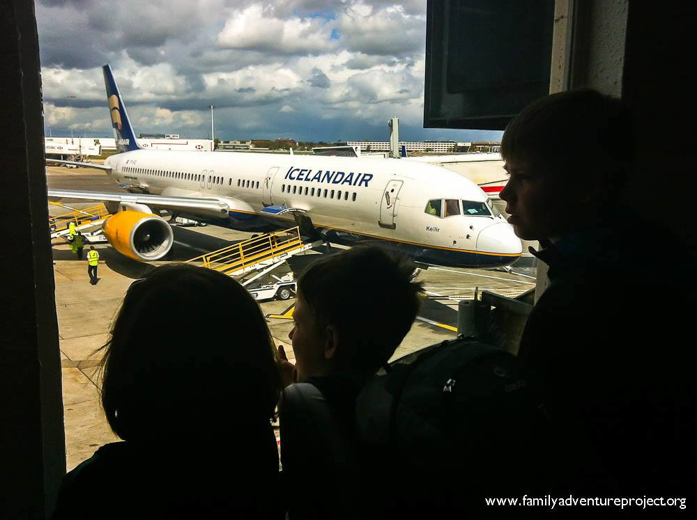 Kids and airplane Icelandair
