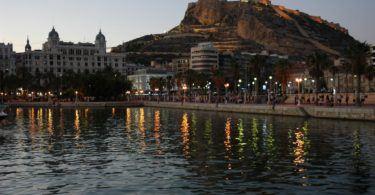 Alicante al atardecer. Image by Carlos de Vega