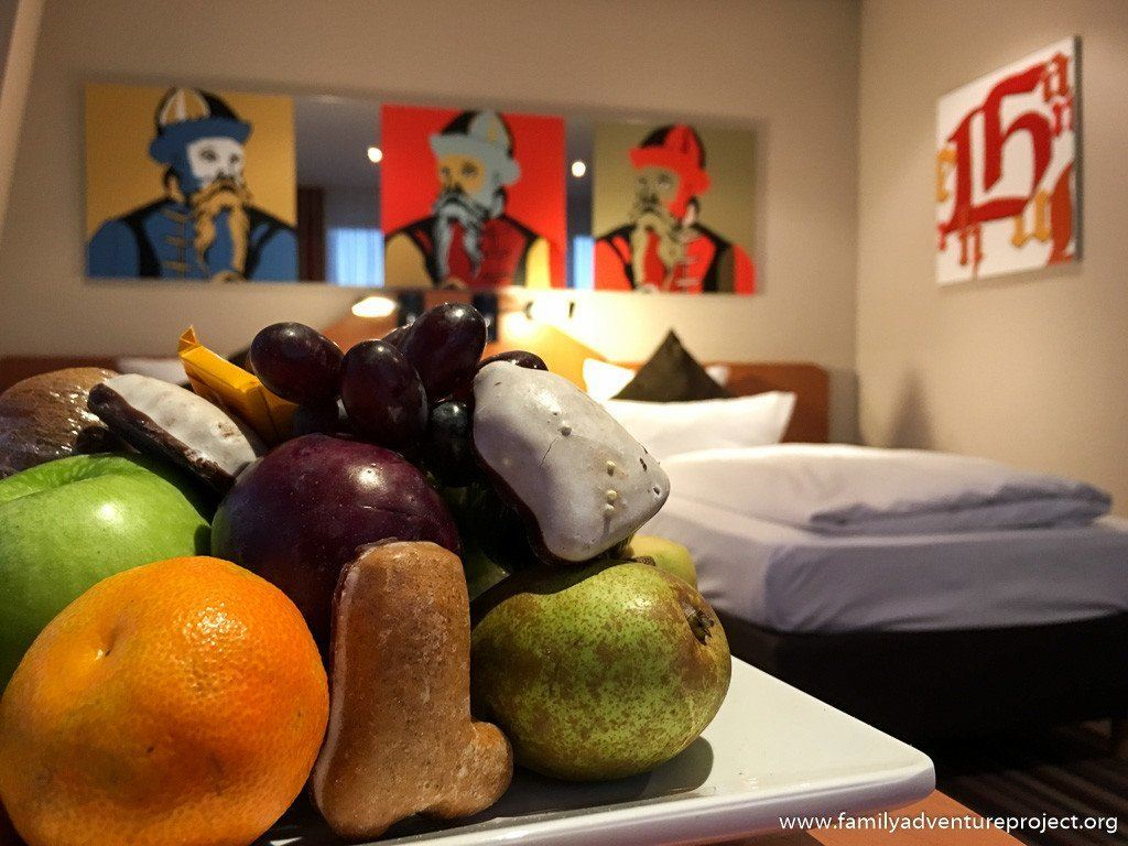 Fruit and gingerbread welcome at the Wyndham Ramada Leipzig City Centre