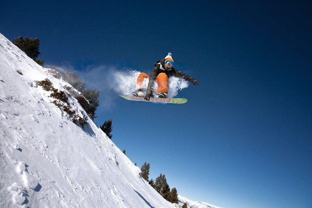 Snow boarder in Pyrenees. Image Visit Costa Brava