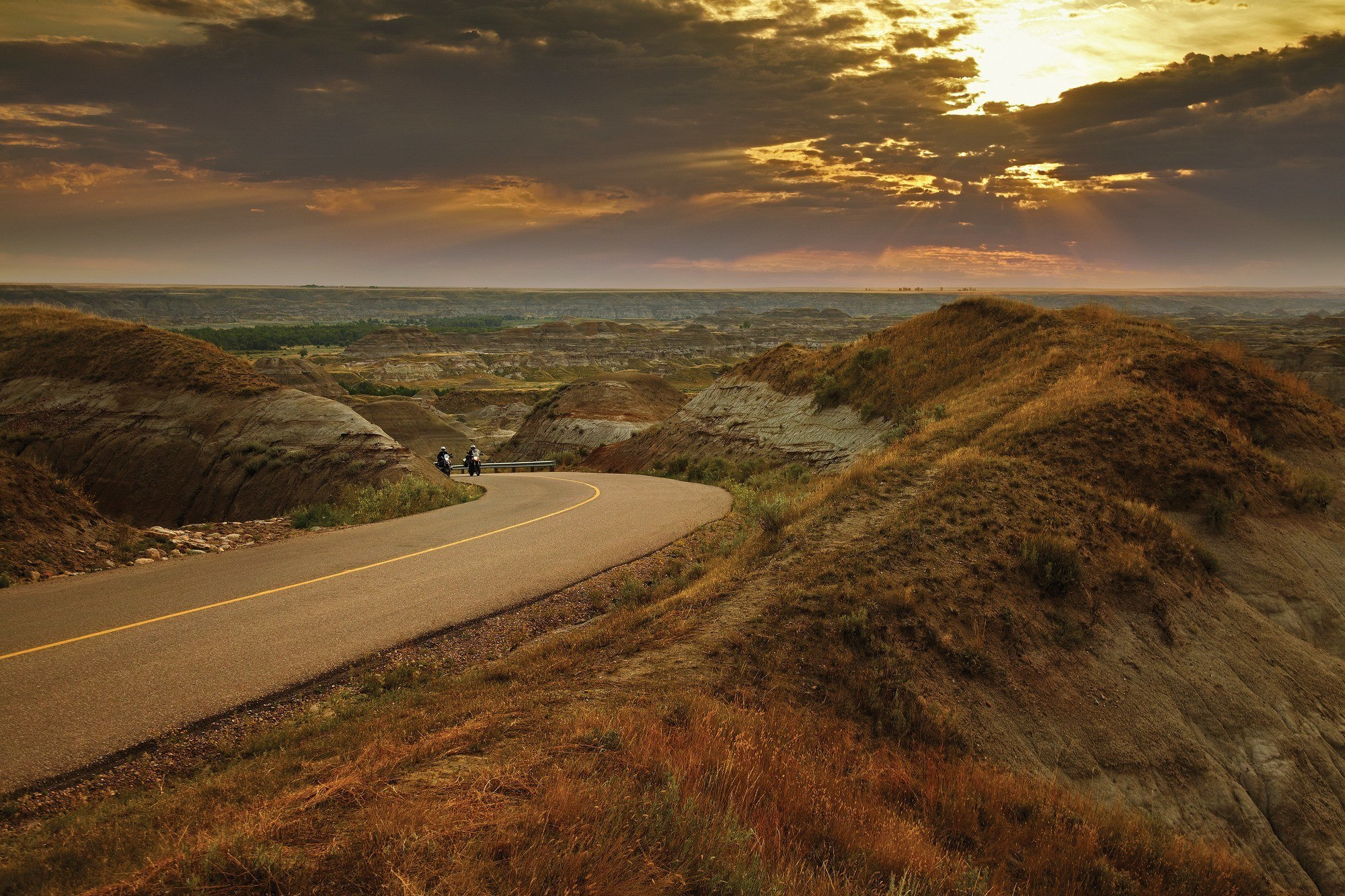 Dinosaur Provincial Park in the Canadian Badlands, Southern Alberta. Image Credit: Travel Alberta/Sean Thonson
